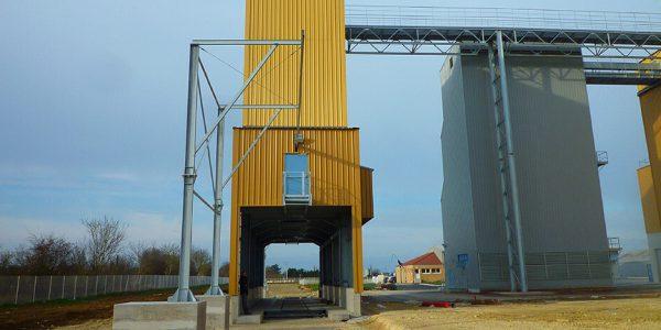 Installation d'un ALTIRAIL sur portique pour déchargement de camion